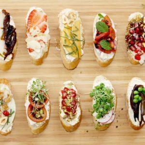 Crostini colorido con ricotta vegana
