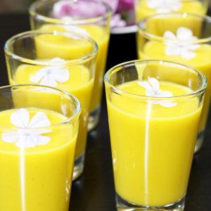 Shot de crema de zanahoria con leche de coco y zumo de naranja