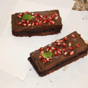 Brownie sin gluten con chocolate y melaza de granada